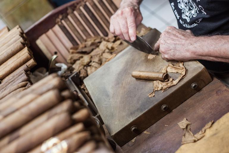 Negocio de elaboración de puros habanos en Little Havana, Miami