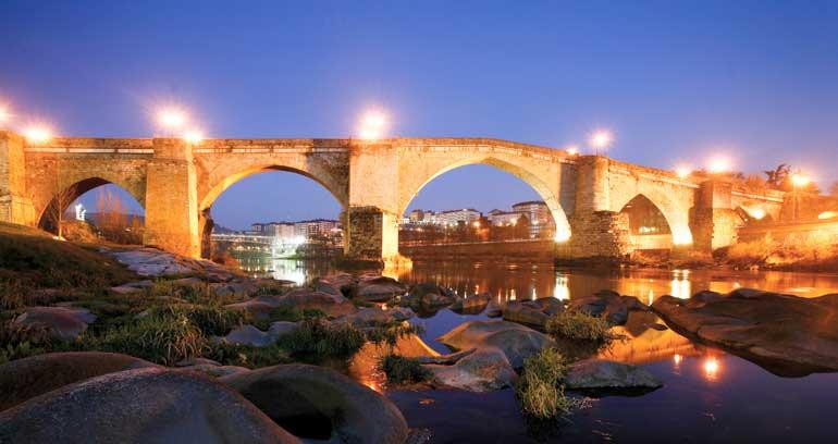 Vista nocturna de Ourense