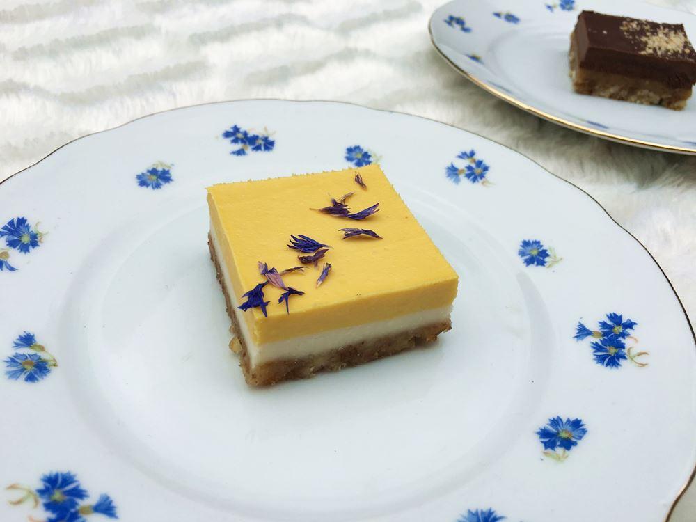 Delhaize raw cakes limoen & mango