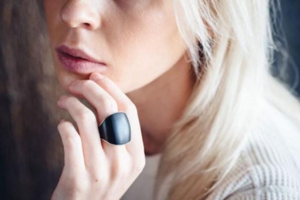 Κομψό Έξυπνο Δαχτυλίδι Εξοπλισμένο με Κουμπί Πανικού