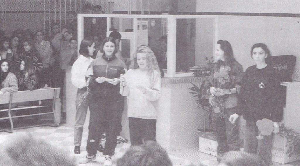 Entrega de cartas en el Día de San Valentín, 14 de febrero de 1995.
