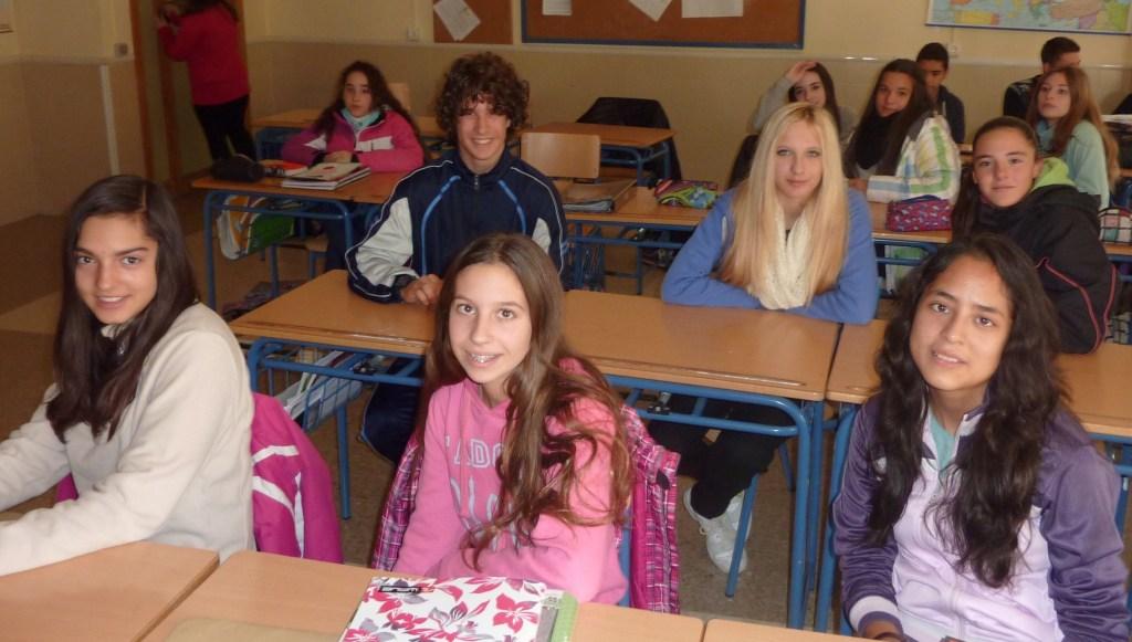 Cristina García, Laura López, Jaquelyn Adriana Bermeo. Detrás, Oscar Herrera, Imani Sylviane Linda Van Vlieberghe y Alba Pérez. Al fondo a la izquierda, Belén Castro.