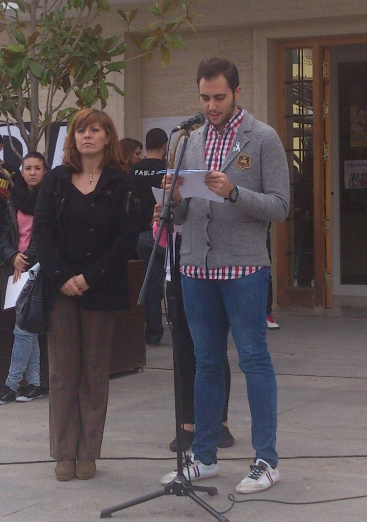 El alumno representante del IES Alba Longa que leyó una de las partes del MANIFIESTO CONTRA LA VIOLENCIA DE GËNERO.
