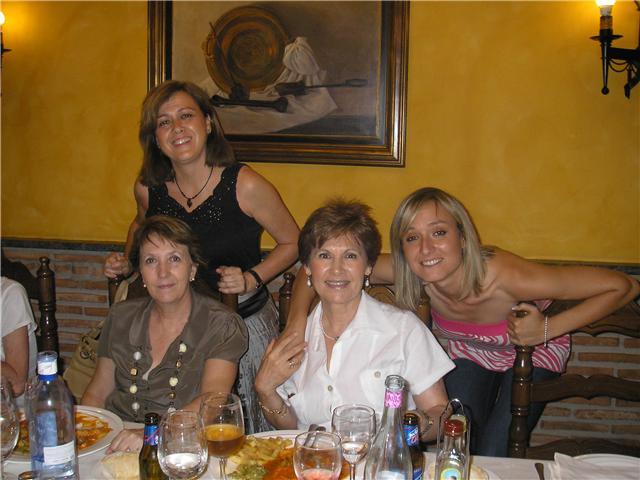 Mercedes García (Inglés) Lourdes Soto (Inglés), Mª Victoria Sevilla y Elena Gurrea (E.F.).