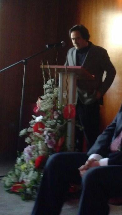 Jose Ángel Gallardo San Salvador en el momento de su diicurso de agradecimiento en nombre de toda la Comunidad Educativa del IES Alba Longa , de Armilla.