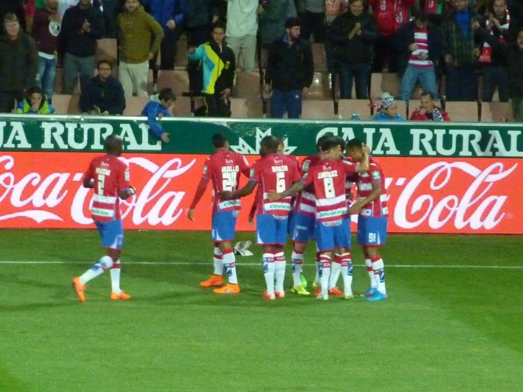 Celebración del 1-0 marcado por Rober Ibáñez.