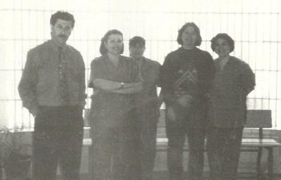 Foto de todo el Personal de Administración y Servicios tomada en ocasión del Primer Anuario curso 1993-94. Rosalía Villegas es la 2ª de la derecha.
