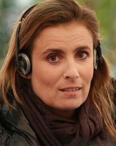 Lisa Azuelos DIRECTORA de la película y actriz en el papel de adorable y amantísima esposa de Pierre.