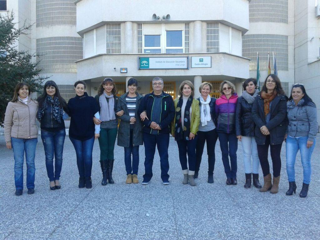 De izqda. a dcha, Virtudes (de la Junta anterior), Silvia, Juana, Mónica, Gema, Luís, Inma, Feli, Irene, Emilia, Raquel y Verónica.