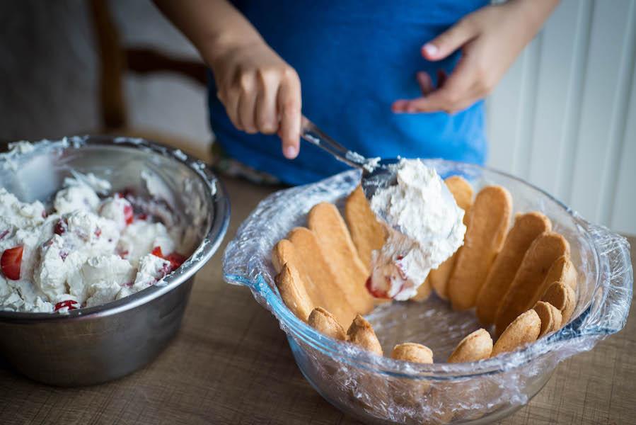 16remplir-moule-chantilly-fraises
