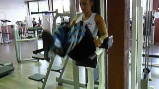 Exercice de musculation des abdos bas : Relevé de jambes chaise romaine