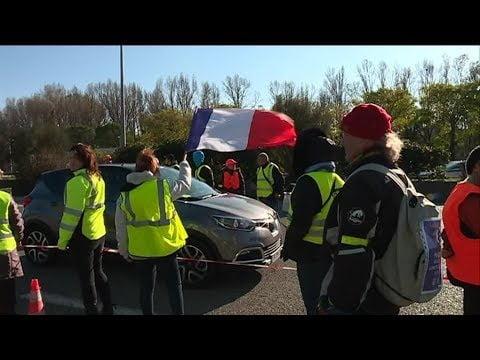 Foulards Rouge Anti Gilet Jaune vs Gilet Jaune  #arc de triomphe symbole de l état non du peuple