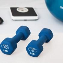 allenarsi a casa pesi manubri allenamento fitness