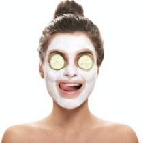 skincare maschera detersione viso ragazze sportive