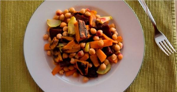 insalata tiepida ceci carote patate dolci rape rosse ricetta
