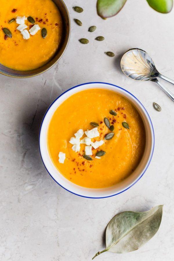 vellutata zucca carote semi di zucca feta
