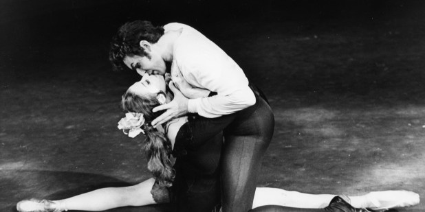 "Maya Plissetskaya con Nikolai Fadeyechev durante le prove di ""Carmen"" al Royal Opera House; Londra, 22 luglio 1969. © Ph. Mike Lawn/Fox Photos/Getty Images"