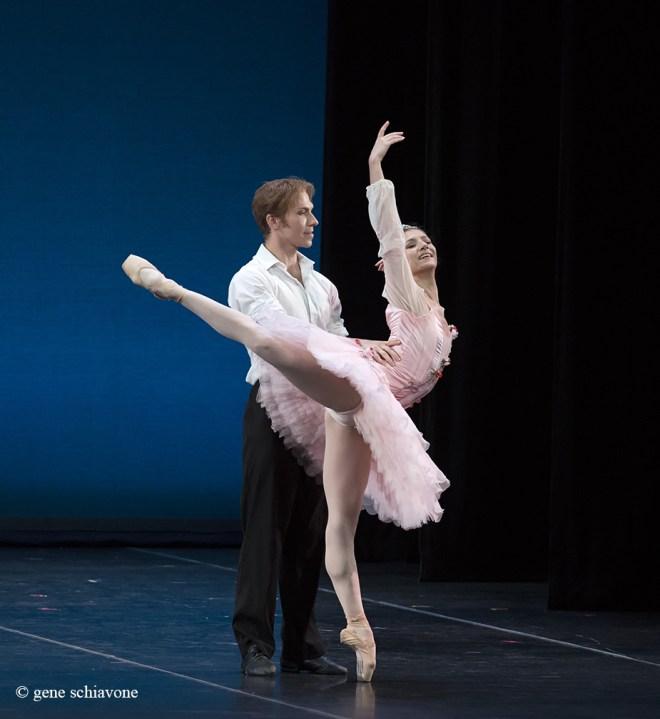 """Alina Cojocaru e Johan Kobborg in """"La bella addormentata"""". Ph. © Gene Schiavone."""