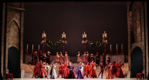 """Il Corpo di Ballo in """"Romeo e Giulietta"""". © Ph. Brescia e Amisano, Teatro alla Scala"""