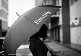 Sognare suocera morta con un ombrello nero: sogno di Carmen
