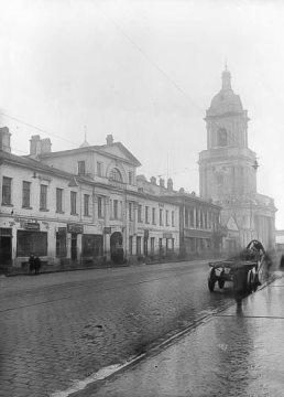 Городская усадьба Великолеповых (слева), 1933 год.
