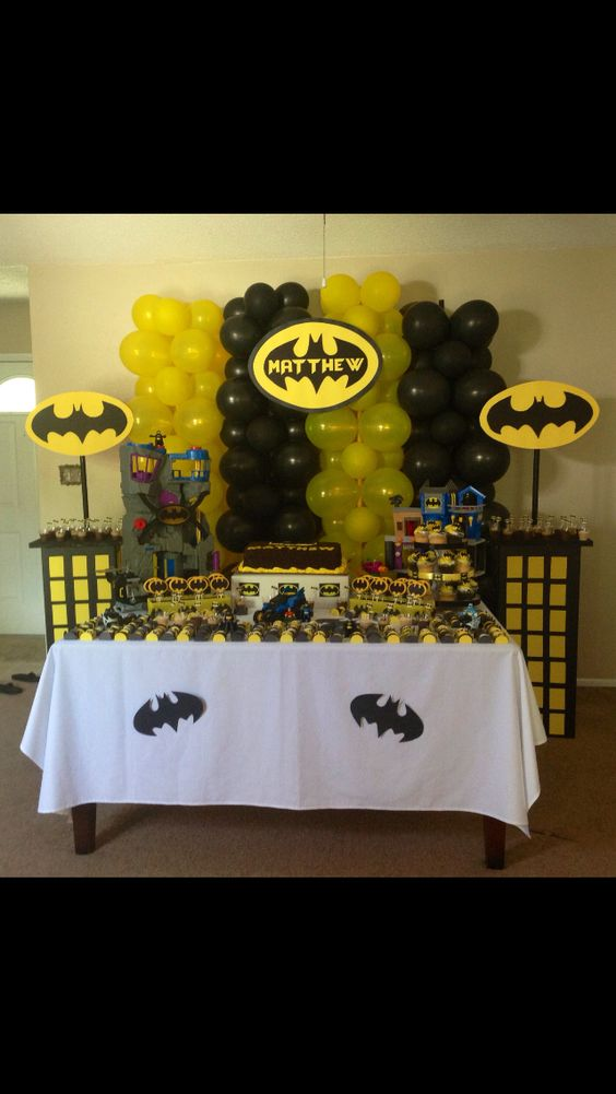 Ideas para decorar con globos con tematica de batman