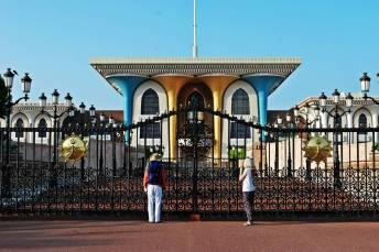 Przed pałacem Sułtana Kabusa