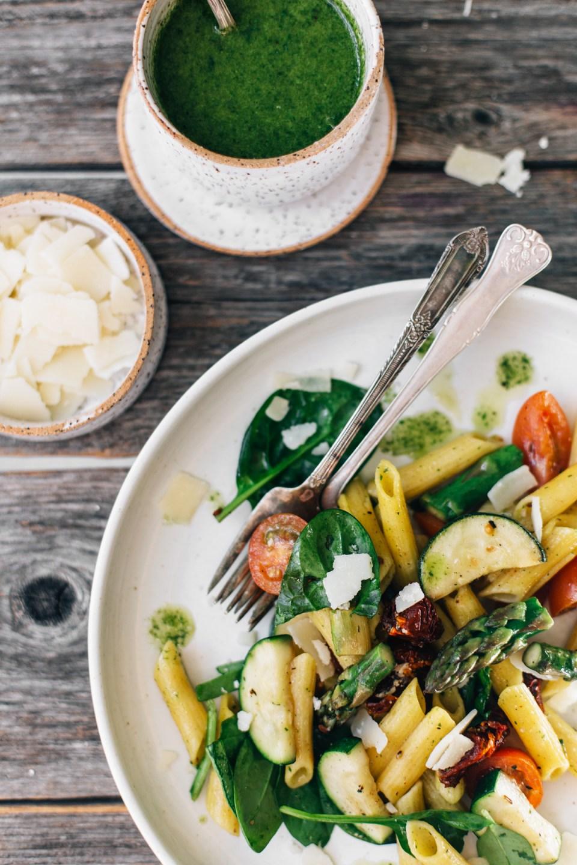 Keväinen pastasalaatti (gluteeniton)
