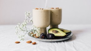 Sunday Smoothies: Avocado & Almond Butter Smoothie for Glowing Skin