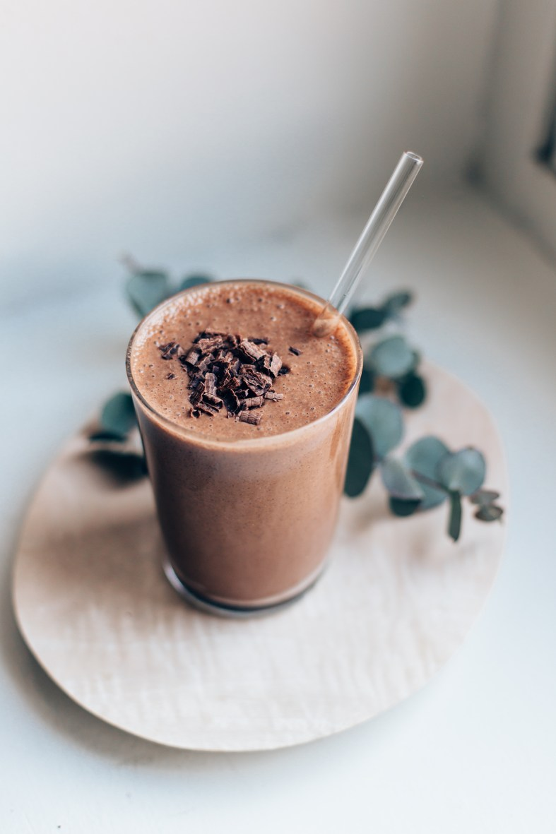 Vegan Chocolate Milkshake w/ frozen banana, cashews, date, raw cacao powder, ice, and almond milk | tuulia blog