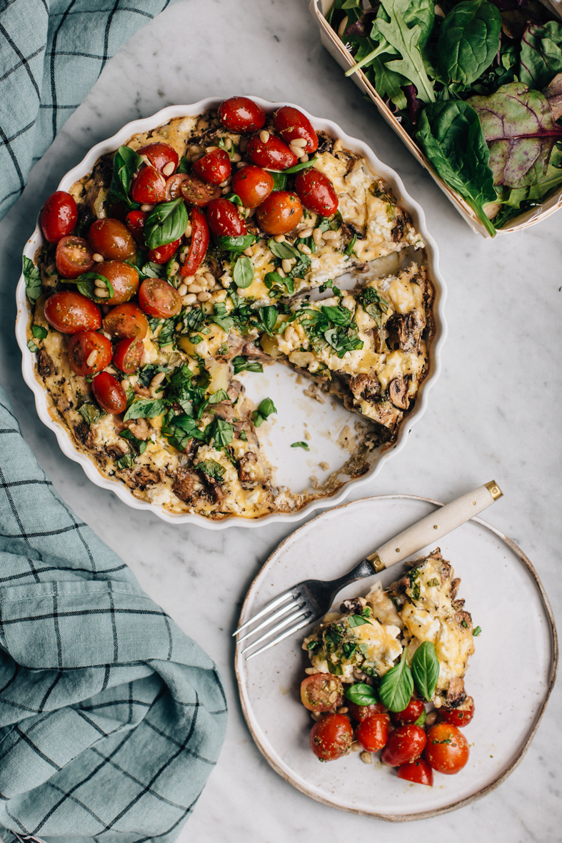Easy Mushroom Frittata with Pesto Marinated Tomatoes | tuulia blog