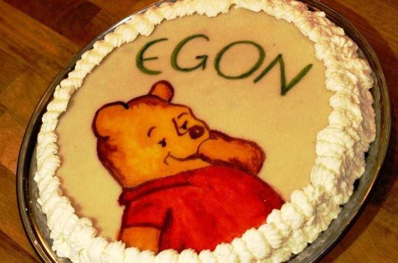 Veel üks martsipanikattega tort