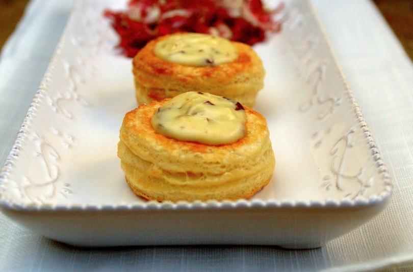 Volovanid juustu-trühvlifondüü ja martsipani-pohlatäidisega
