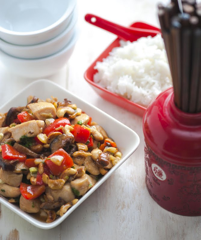 Kana paprika, seente ja India pähklitega Hiina uue aasta alguseks