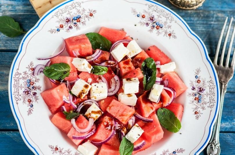 Arbuusi-fetajuustu salat
