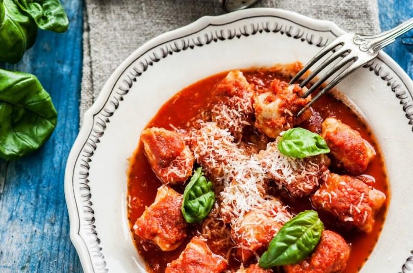 Ricottast gnocchid grillitud tomati kastmes