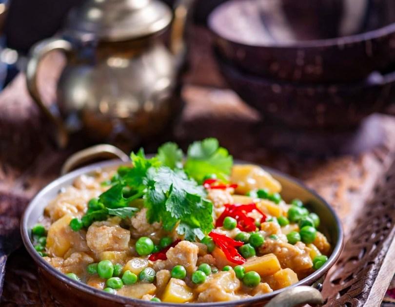 Lihtne ja kiire lillkapsa-kookosekarri kartuli ja roheliste hernestega
