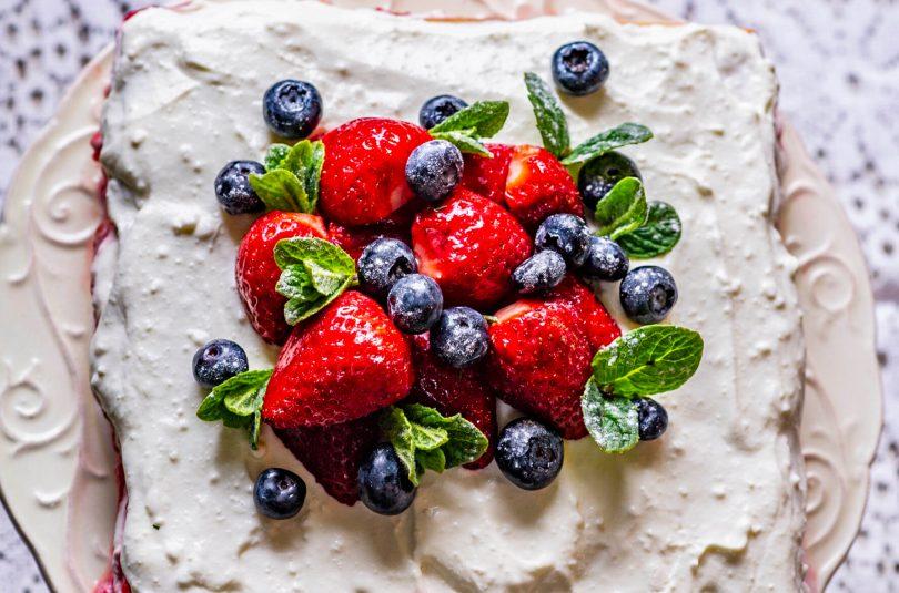 Küpsisetort kohupiima ja maasika toormoosiga