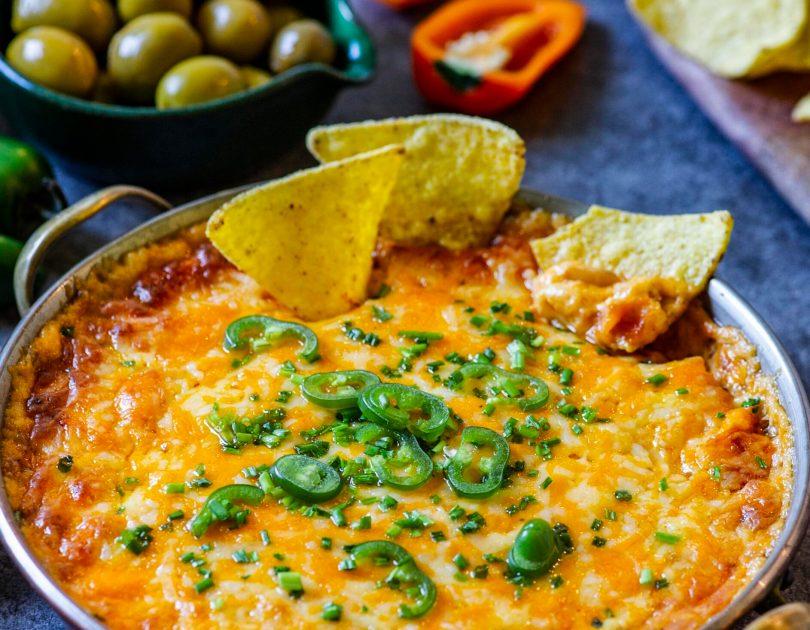 Külluslik soe juustudipp röstitud paprika maitselise toorjuustuga