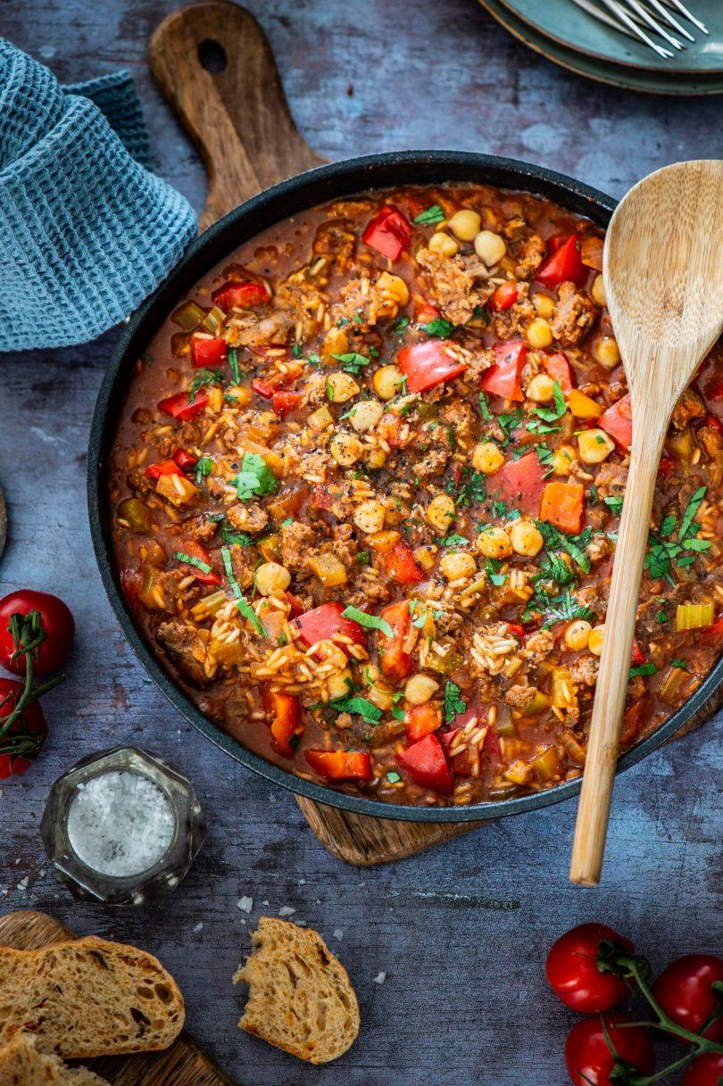 Mõnus pajaroog paprika, Kikerherneste, tomati ja hakklihaga