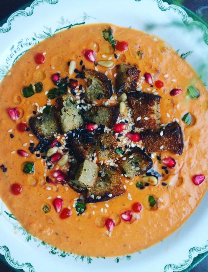 Rostad sötpotatissoppa med tomat, harissa och rökt paprika