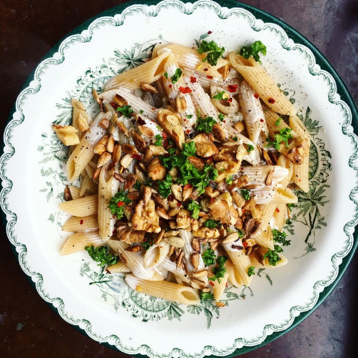rigatoni med ädelostsås och saltrostade nötter
