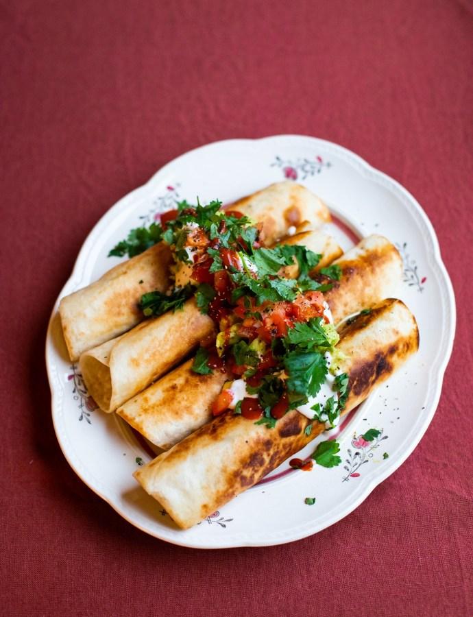 Taquitos med sötpotatis och refried beans