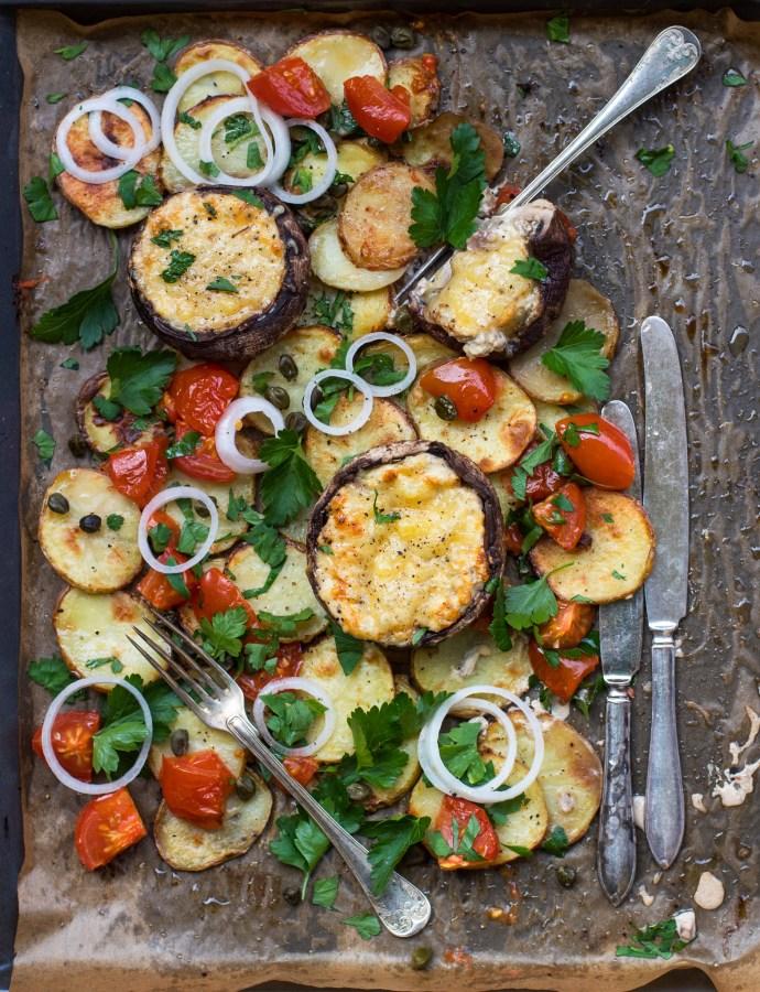 Portobello provençale med vitlökspotatis och tomatsallad