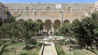 Attēlā fragments no Rabatas Dominikāņu ordeņa klostera slēgtā dārza, vairāk: https://fragmentamalta.wordpress.com/2016/04/15/hortus-conclusus-recap/