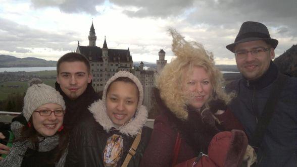 Dēli ar sievām un meita. Foto no personīgā arhīva