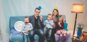 Bērni – Dieva tuvumā. Mātes dienas konkursa stāsti par bērnu audzināšanu