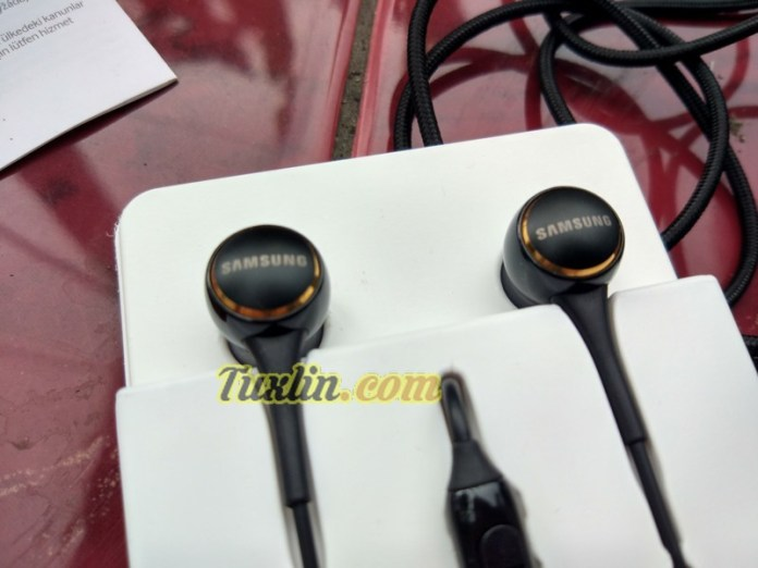 Desain Samsung IG935 In-Ear Headphone