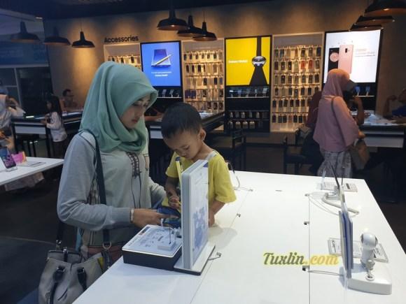 Menjajal Samsung Galaxy Note 9: Smartphone Canggih Seharga Motor! 2