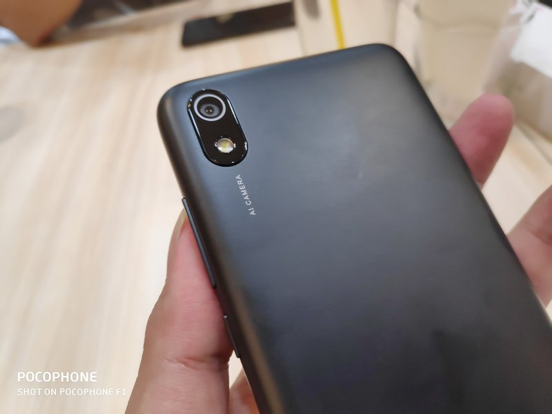 Hands On Xiaomi Redmi 7A, Nyaman Digenggam 7